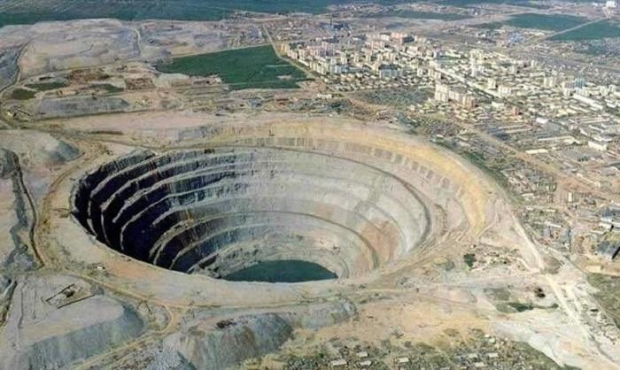 7 самых огромных дыр в мире, которые хранят в себе невероятные тайны