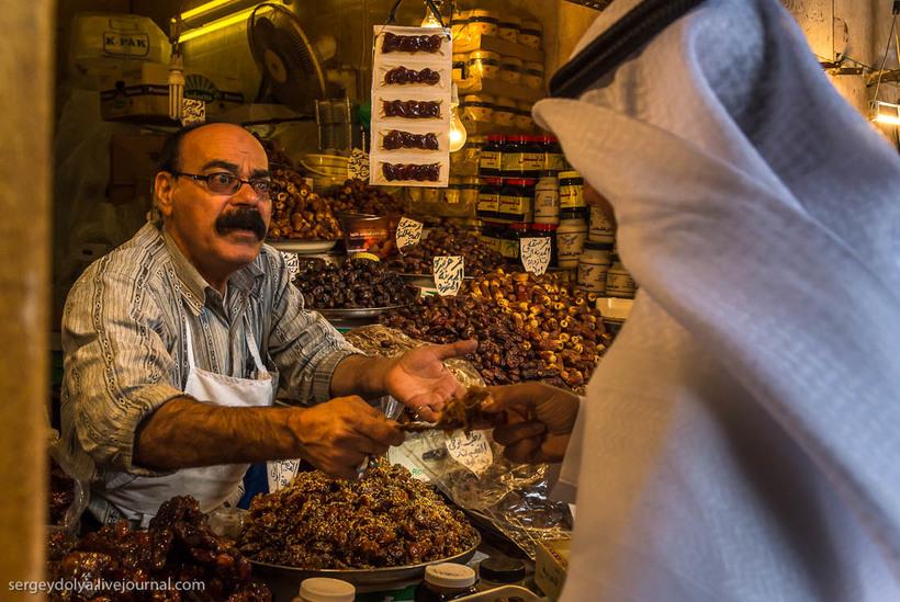 1 Путешественник показал, как и чем торгуют на рынке в Кувейте