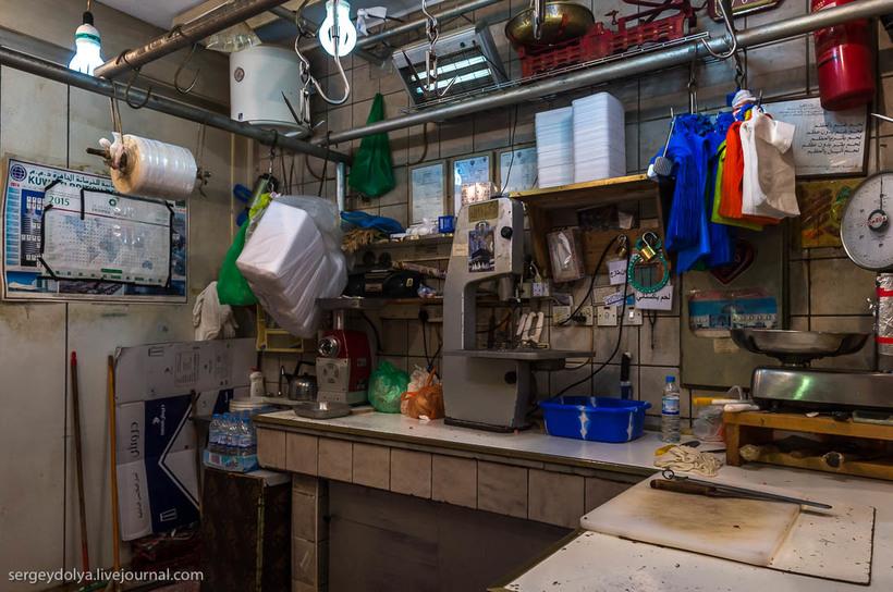 7 Путешественник показал, как и чем торгуют на рынке в Кувейте