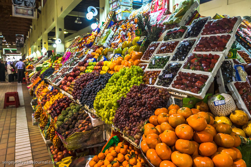 8 Путешественник показал, как и чем торгуют на рынке в Кувейте