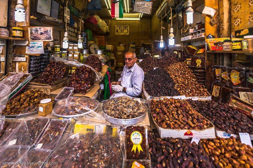 9 Путешественник показал, как и чем торгуют на рынке в Кувейте