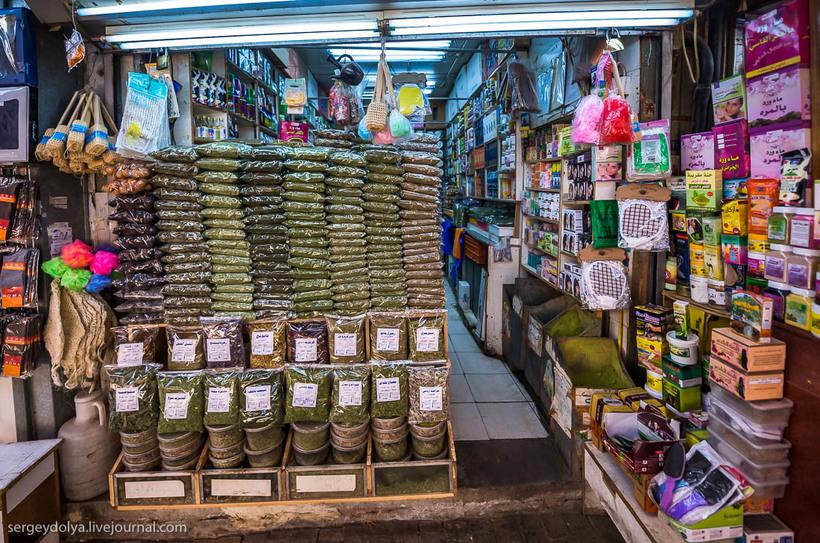 11 Путешественник показал, как и чем торгуют на рынке в Кувейте