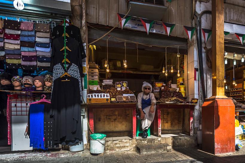 12 Путешественник показал, как и чем торгуют на рынке в Кувейте