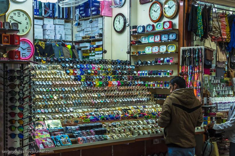 13 Путешественник показал, как и чем торгуют на рынке в Кувейте