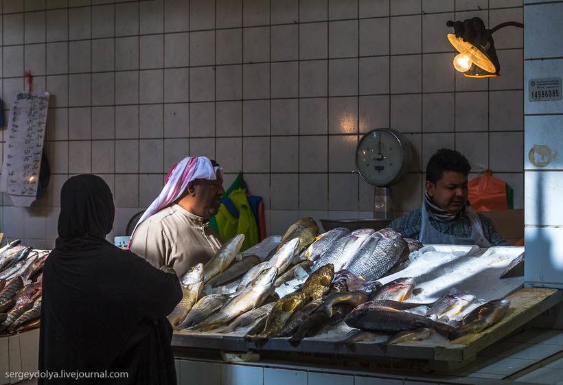 28 Путешественник показал, как и чем торгуют на рынке в Кувейте
