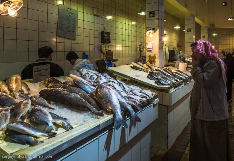 29 Путешественник показал, как и чем торгуют на рынке в Кувейте