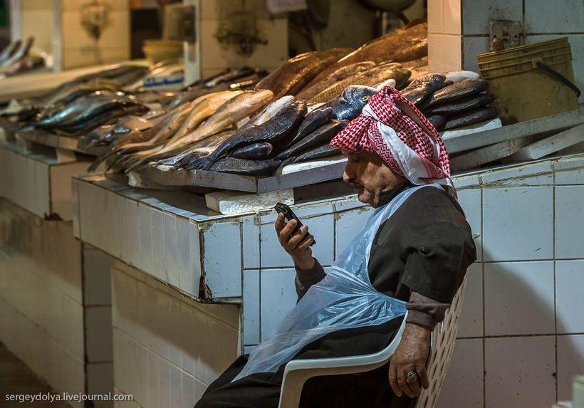 31 Путешественник показал, как и чем торгуют на рынке в Кувейте