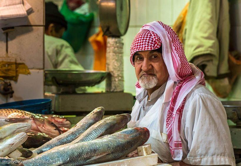 33 Путешественник показал, как и чем торгуют на рынке в Кувейте