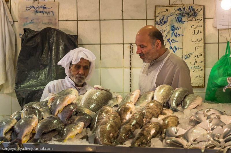 34 Путешественник показал, как и чем торгуют на рынке в Кувейте