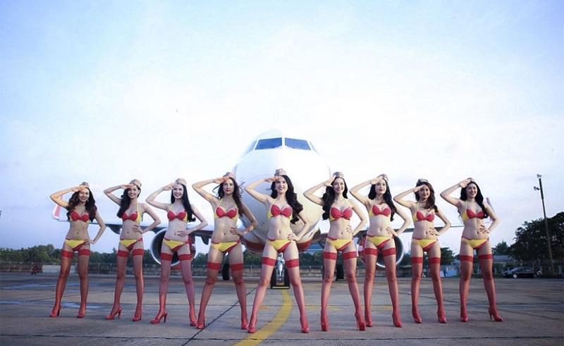 10 знойных снимков от самых горячих авиалиний в мире «Бикини Эйрлайнс»