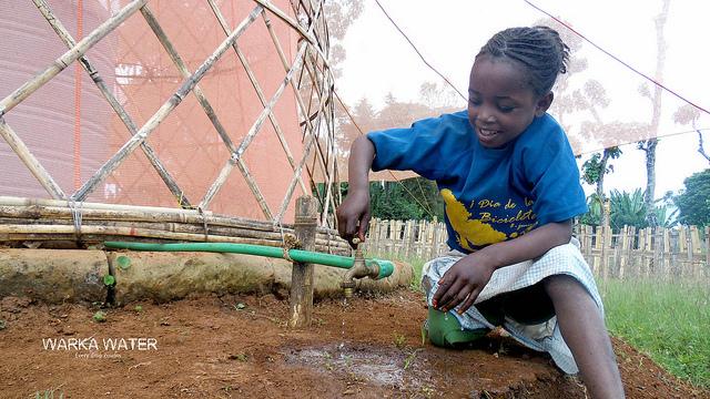 Сенсация! В Африке начали добывать питьевую воду из воздуха!