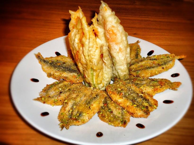 Alici-ripiene-in-fiore-e-fiori-di-zucca-in-tempura-fritti-Amo-la-cucina-italiana_Snapseed.jpg?1486439682