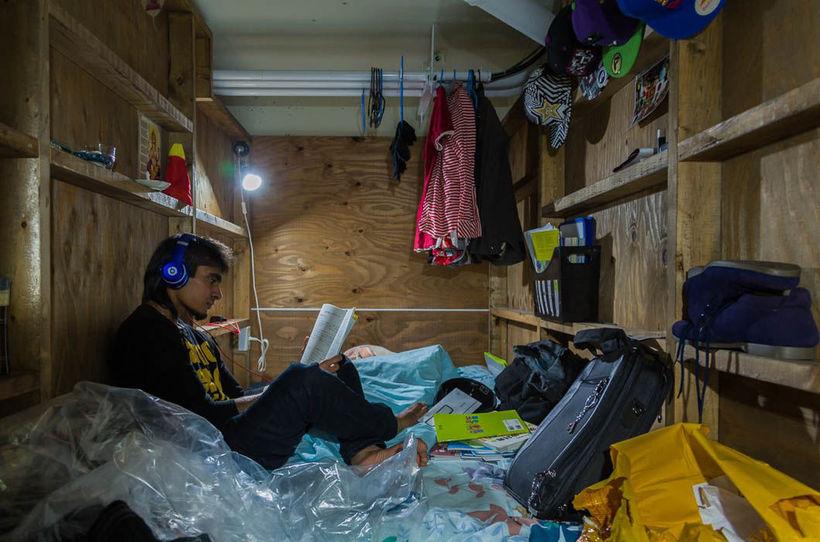 13 снимков о том, как японцам живется в капсулах
