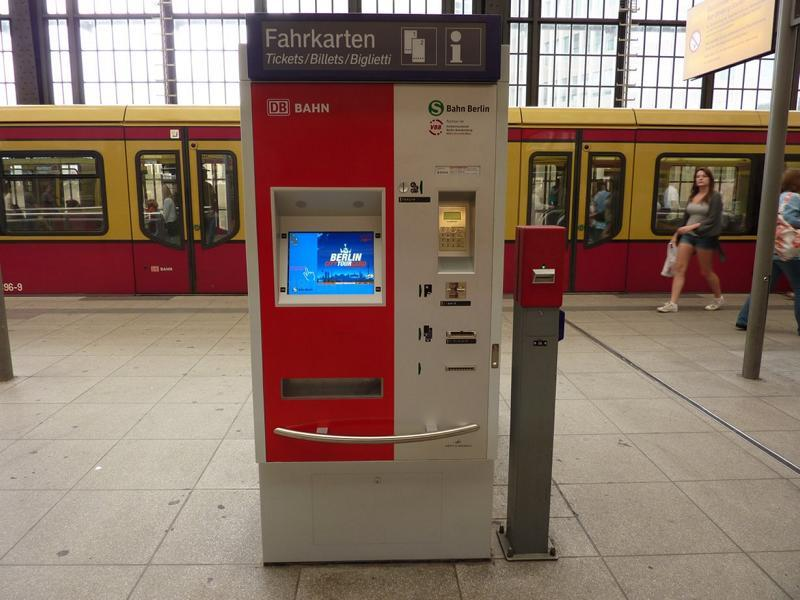 Типичный Берлинский автомат для покупки билетов на общественный транспорт