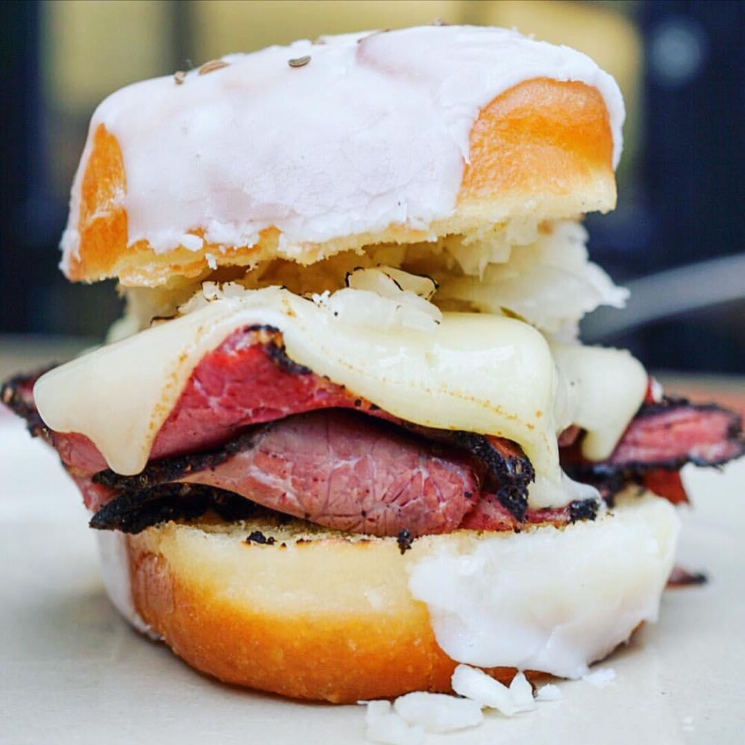 Картинки по запросу Сэндвич из пончика