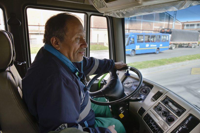 Колумбийский мусорщик 20 лет собирал выброшенные книги и открыл публичную библиотеку