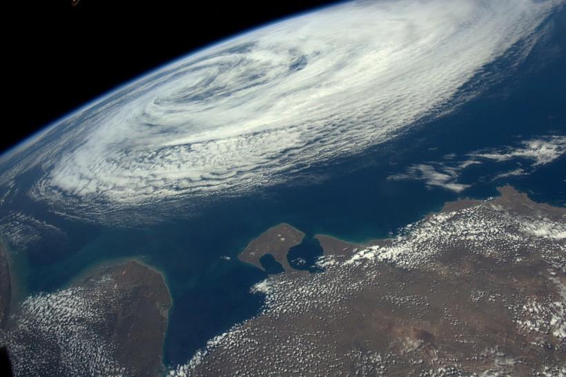 Астронавт провел в космосе 6 месяцев, а по возвращении привез с собой дивные фото