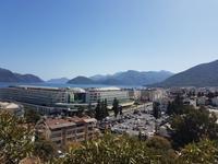 Вид на центр города и бухту