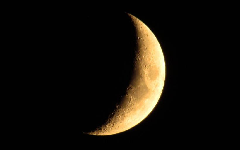www.GetBg.net_Space_Yellow_Moon_035856_.jpg?1533850854
