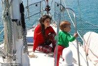 Британцы отправились в кругосветку на яхте 8 лет назад и все еще путешествуют