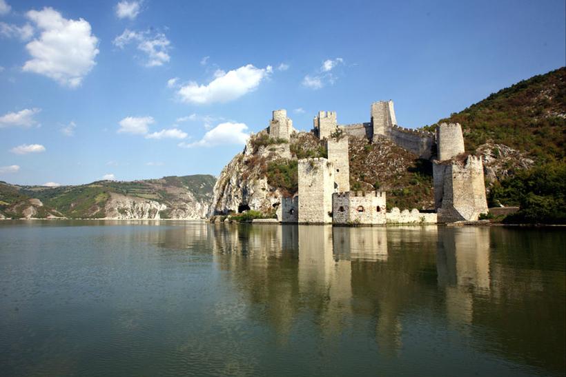 Golubac_Fortress_Danube_by_Jovanovic_1_.jpg?1486427399