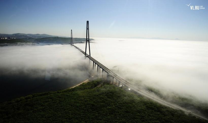 С него, рискуя жизнью, прыгают экстремалы: самый высокий мост в России