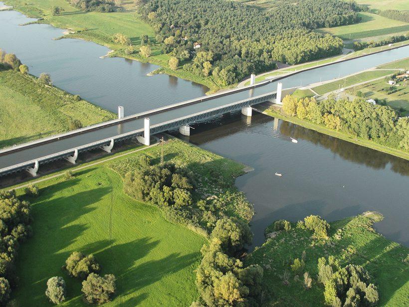 Водный мост: оригинальное инженерное сооружение, по которому плавают корабли