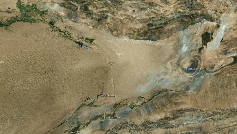 Космоснимок Таримской впадины и котловины высохшего озера