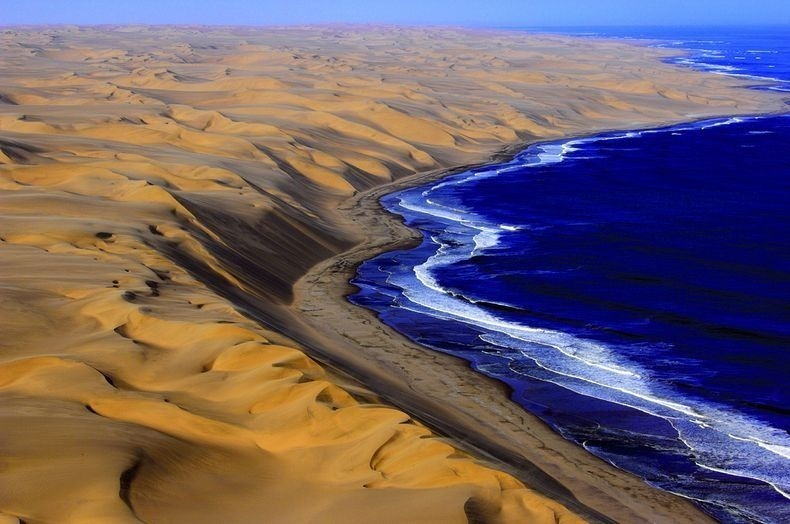 как пустыня Намиб встречается с Атлантикой
